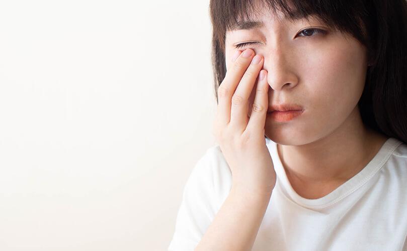 コンタクトレンズは必ず眼科で検査を